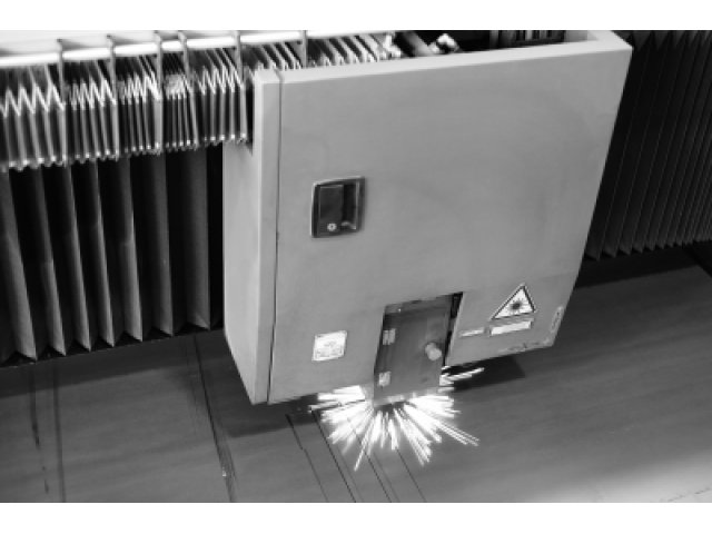 Laser za rezanje metala, snaga 4 kW